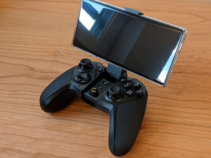 『GameSir G4 Pro』のホルダー